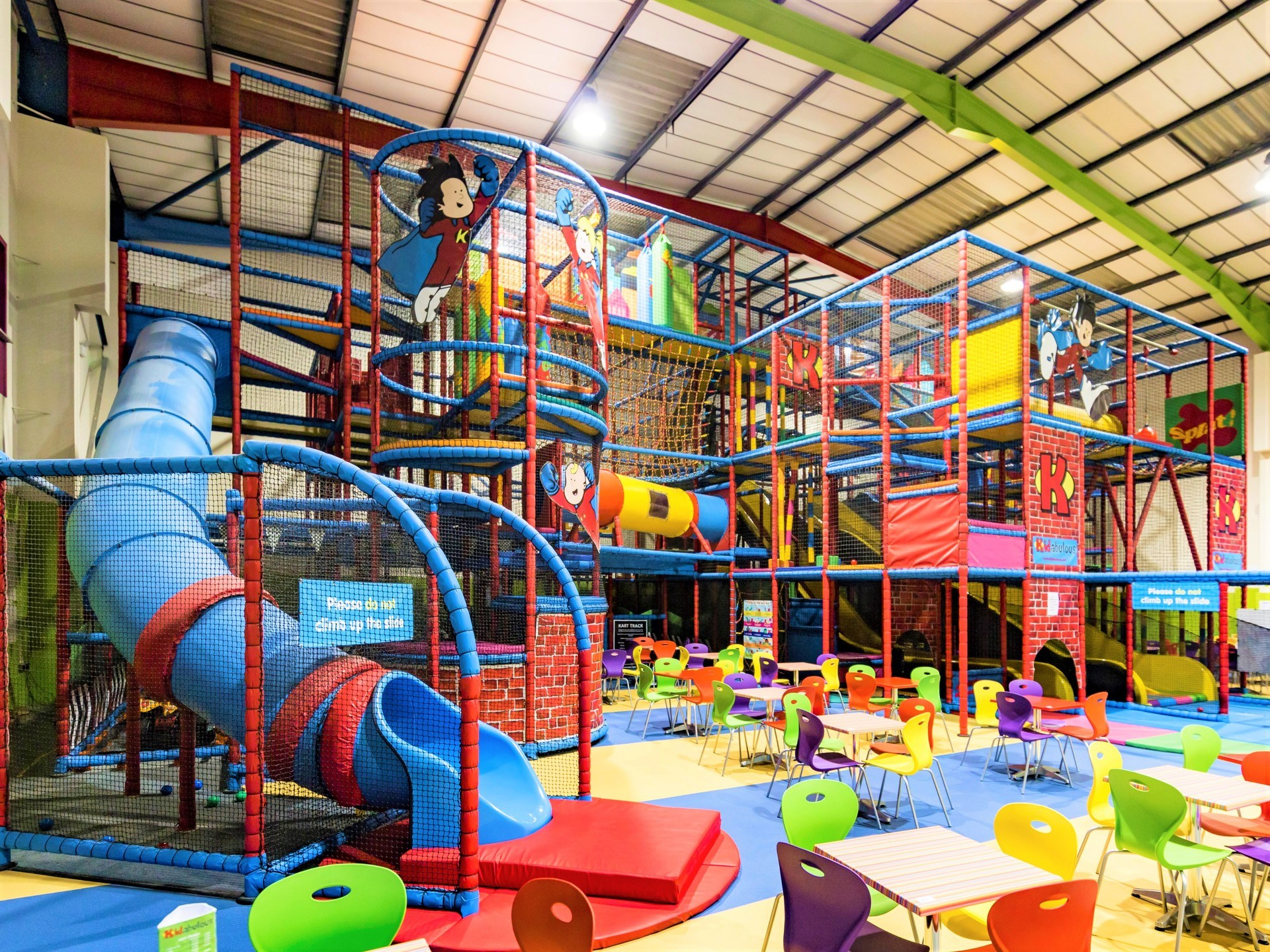Huge indoor play area soft play in sunbury on thames for Inside play areas